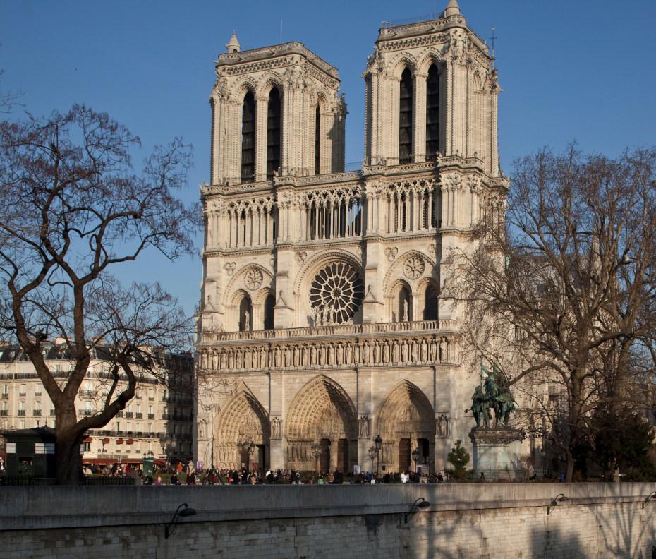 La façade occidentale de la cathédrale Notre-Dame de Paris, vue Sud-Ouest