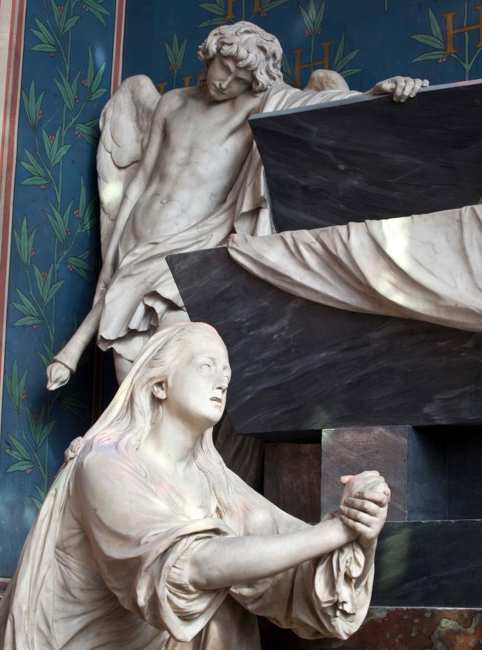 Détails de la sculpture du mausolée du compte d'Harcourt, au premier plan, la comptesse d'Harcourt, au-dessus d'elle, un ange