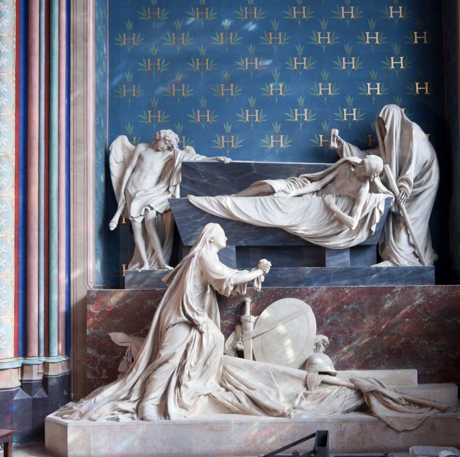 Vue d'ensemble du mausolée du compte d'Harcourt