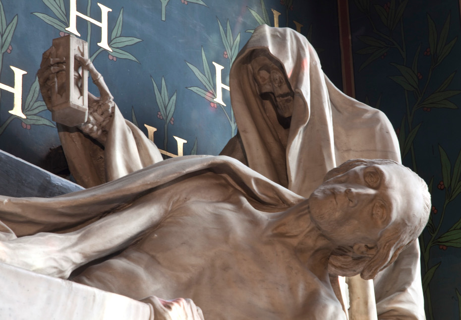 Détails de la sculpture du mausolée du compte d'Harcourt, vue rapprochée du compte d'Harcourt