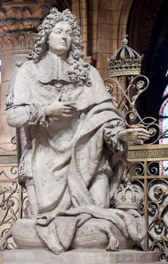 Photographie de la statue de Louis XIV de plain-pied
