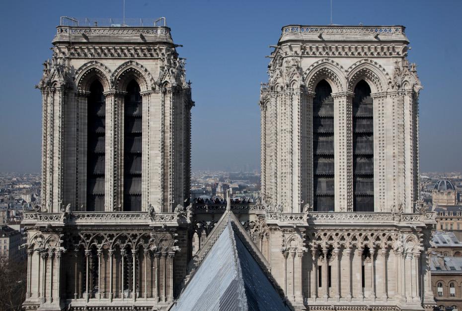 Le côté Est des deux tours vues depuis le toit de la cathédrale Notre-Dame de Paris