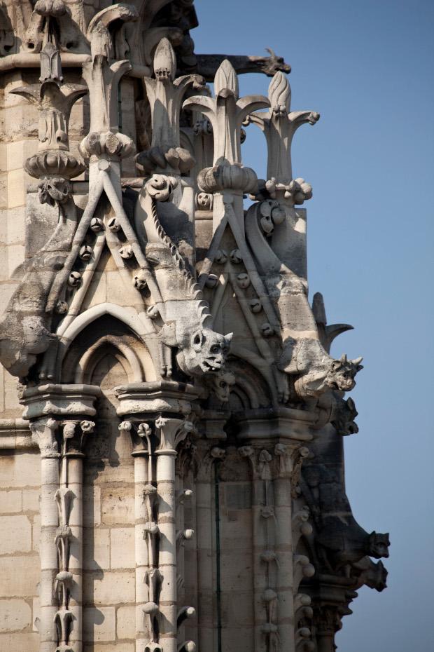 Détails des sculptures sur la façade extérieure de la cathédrale