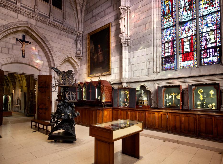 Salle du tresor a l'interieur de Notre Dame, les tresors se trouvent dans des vitrines