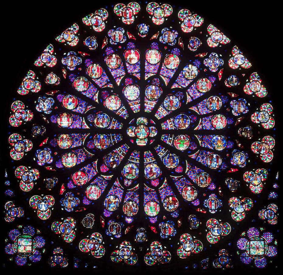 Dans Notre-Dame de Paris, vue resserrée du vitrail rose sud