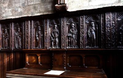 Les boiseries à l'effigie des apôtres et de saints